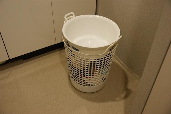 フレディレックのランドリーバスケットにウォッシュタブを重ねて使用