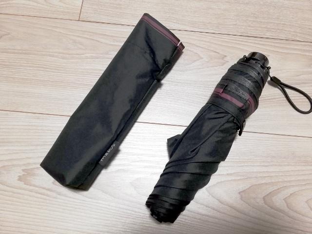 mabu晴雨兼用傘の本体と入れ物の袋の写真