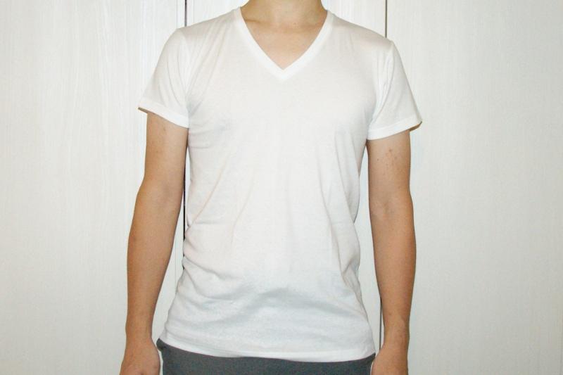 グンゼthe GUNZE VネックシャツMサイズのサイズ感。正面から撮影。着用者は身長171㎝68kg。
